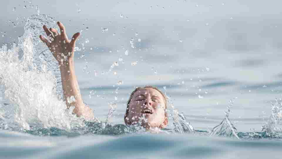 46 Types of Dreams about drowning & its Interpretations