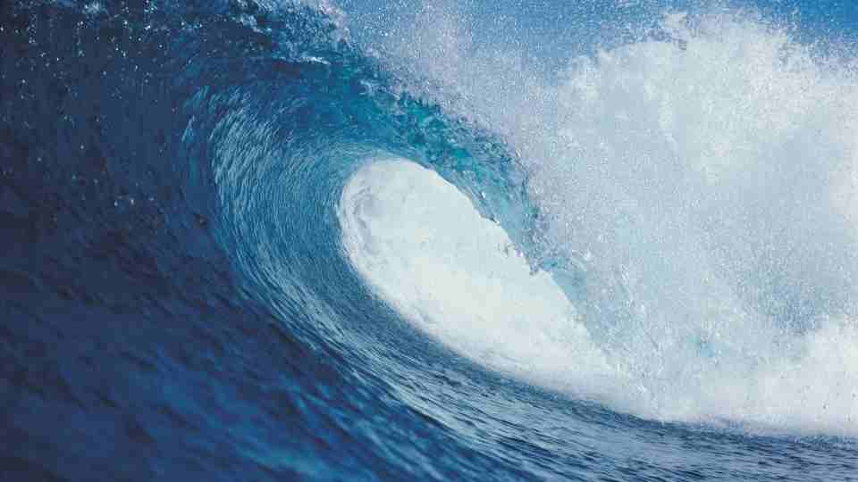 Dreams about Waves - 74 Types and Their Meanings
