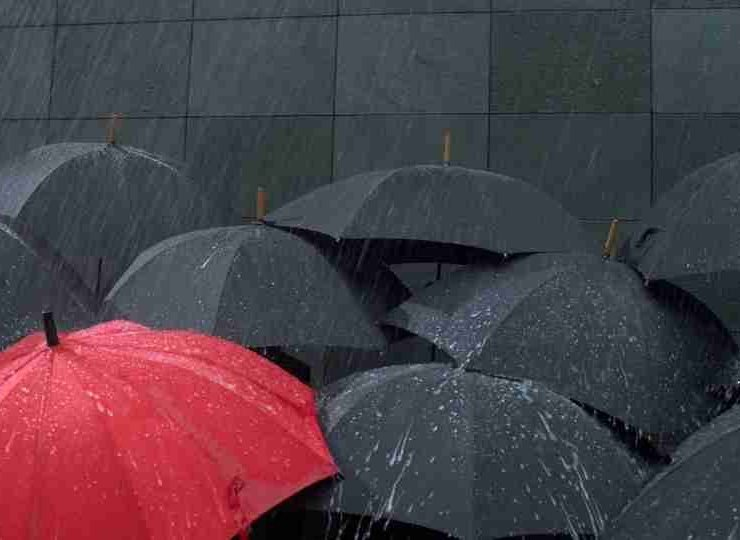 Dream of Umbrella- 30 Examples, Meanings and Emotional Significance